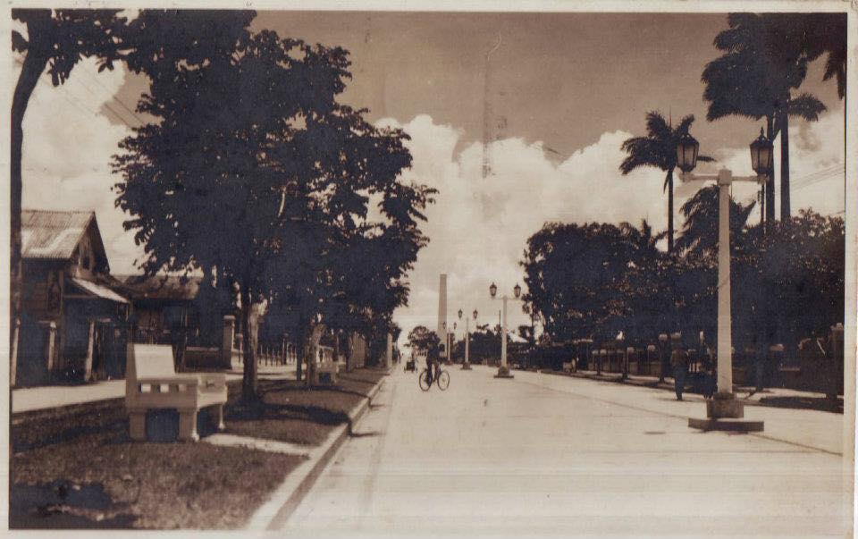 El Obelisco, Paseo Colón, SJ. 1942