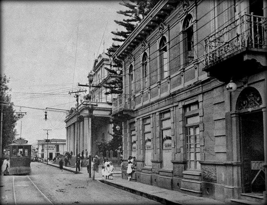 forcostarica.org fotojuntin Antiguo tranvia de San Jose Hotel Washington, costado sur de la Catedral Metropolitana, principios del s XX