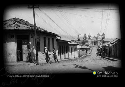 Al fondo la Iglesia La Soledad, 8-3-1926