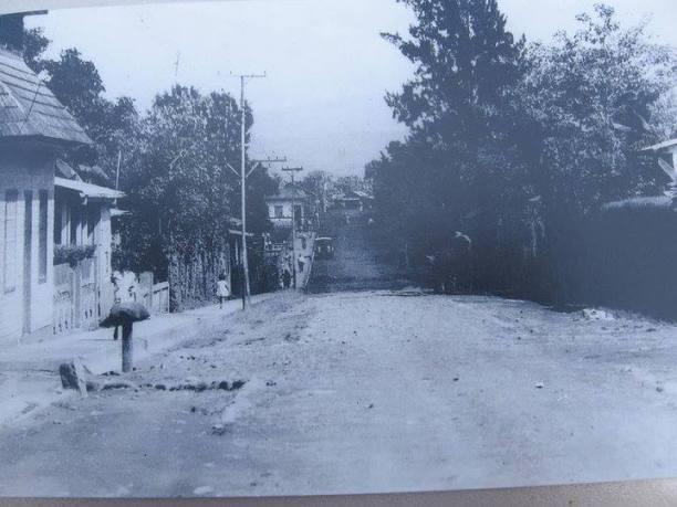 Calle de la Escuela Pilar hacia el norte, al fondo Pulpería La Guaria