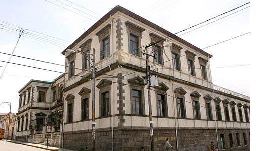 c-Colegio Superior de Senoritas Arquitectura de inluencia neoclásica, sinabi