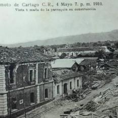 Edificio de la Gobernación de Cartago. Los edificios de bahareque quedaron en el suelo. Muy pocas edificaciones quedaron en pie. H.N. Rudd, 1910