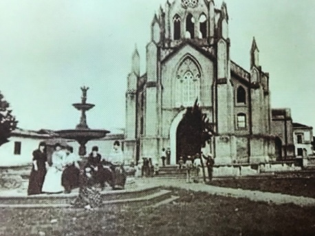 La magnífica Iglesia de San Nicolás Tolentino. La fuente fue importada desde Europa. H.G. Morgan, 1892