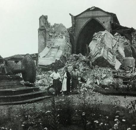 Iglesia de San Nicolás Tolentino después del terremoto. Ambas Iglesia y fuente quedan totalmente destruidas.