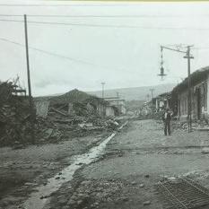 Policias y guardas de seguridad del ejército vigilan las calles desiertas para evitar el pillaje. Rudd, 1910