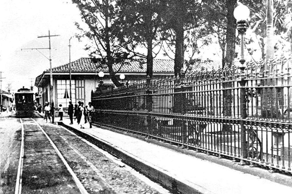 Calle Primera, acera del Parque Central, 1918. (Foto Gomez Miralles).