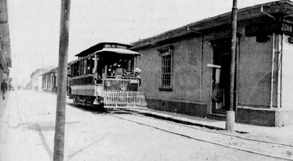 Tranvía en S.J. 1912, Calle 1, Avenida Central viendo al Este. A la derecha en esquina el anteior Edificio Juan Khnor Hnos. (Gino Lacangelo)