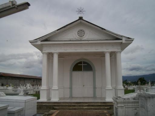 La imagen tiene un atributo ALT vacío; su nombre de archivo es cementerio-central-sto.-domingo-heredia.jpg